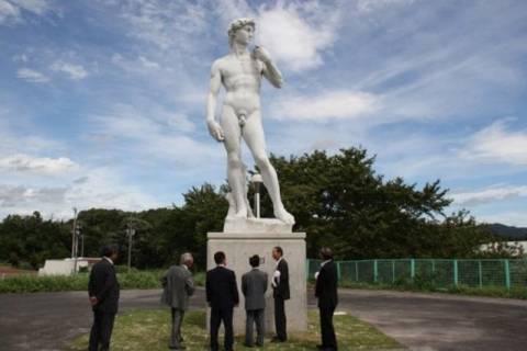 Θέλουν να βάλουν παντελόνι σε διάσημο γυμνό άγαλμα!
