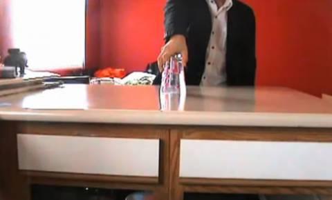 VIDEO: Καταπληκτικό κόλπο με νερό...