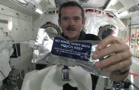 Βίντεο: Πώς πλένουν τα χέρια τους οι αστροναύτες;