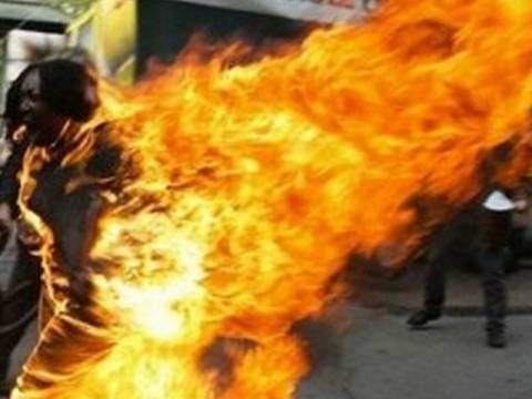 Αυτοπυρπολήσεις και μαζικές συλλήψεις ακτιβιστών