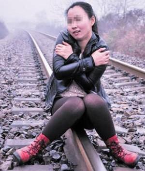 Σοκ: Τη χτύπησε τρένο, ενώ έβγαζε φωτογραφία!