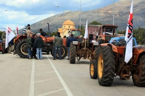 Αγρότες: Κλιμάκωση των κινητοποιήσεων με αποκλεισμούς δρόμων