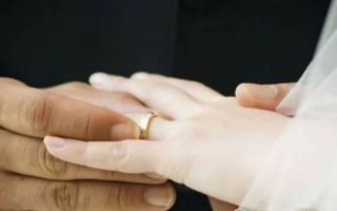 Καταργείται το επίδομα γάμου από τον Απρίλιο
