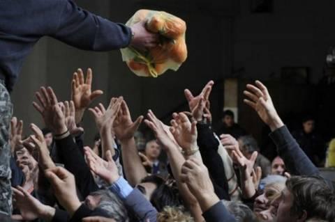 Guardian: Η Ελλάδα σε βαθιά ανθρωπιστική κρίση