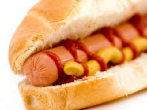 Σοκαριστικό: Δείτε πως φτιάχνονται τα λουκάνικα για Hot Dog!
