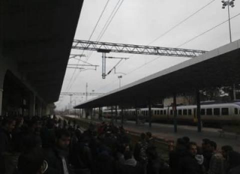 Σπουδαστές των ΤΕΙ Λάρισας απέκλεισαν τις σιδηροδρομικές γραμμές