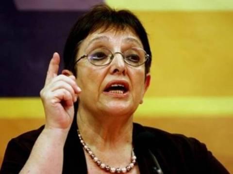 Παπαρήγα: Προσπαθούν να συνδέσουν Μνημόνιο με Κυπριακό