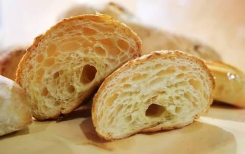 Συγκλονιστικό: Στην ουρά για ένα κομμάτι μπαγιάτικο ψωμί