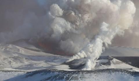 Τέσσερα ηφαίστεια απειλούν στρατιωτική περιοχή στη Ρωσία