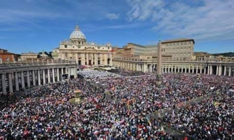 Βατικανό: Πάνω από 150.000 πιστοί στην πλατεία του Αγίου Πέτρου