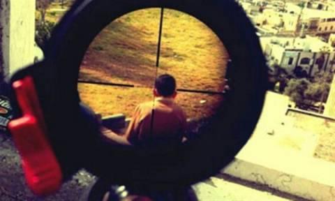 Συγκλονιστική φωτογραφία: Ένα παιδί στο στόχαστρο Ισραηλινού σκοπευτή!