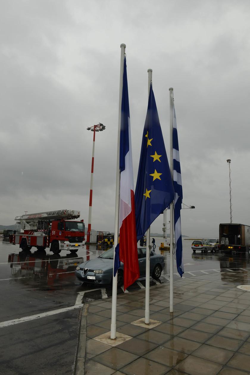 Όλα έτοιμα στο αεροδρόμιο για την υποδοχή Ολάντ (ΦΩΤΟ)