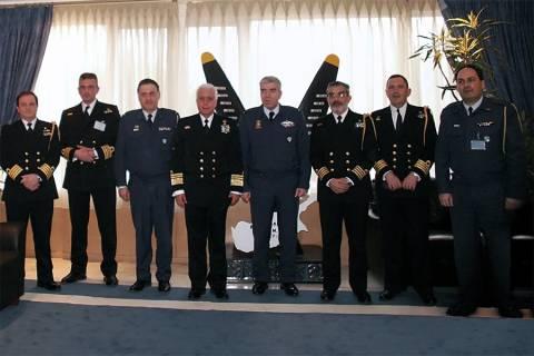 Επίσκεψη στελεχών ενόπλων δυνάμεων στην Αεροπορική βάση Ελευσίνας