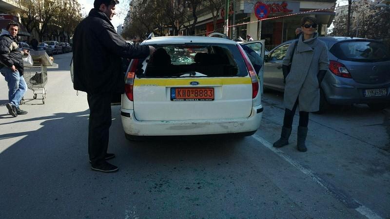 ΠΡΙΝ ΛΙΓΟ: Τραυμάτισαν οπερατέρ και έσπασαν αυτοκίνητο της ΕΡΤ