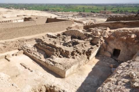 Ανακαλύφθηκε πυραμίδα 3.000 ετών στο Λούξορ