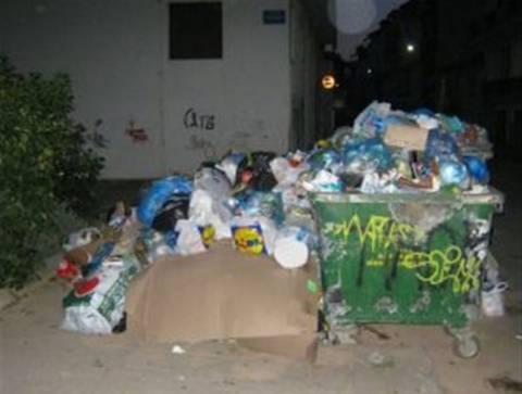 Ξεκίνησαν να μαζεύουν τα σκουπίδια στην Τρίπολη