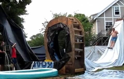 VIDEO: Μια απίθανη σπιτική νεροτσουλήθρα!