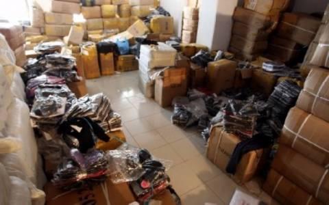 Συλλήψεις σε αποθήκη και καταστήματα με προϊόντα παραεμπορίου