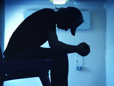 Η βουβή δυσφορία που οδηγεί τους Έλληνες στην αυτοκτονία…
