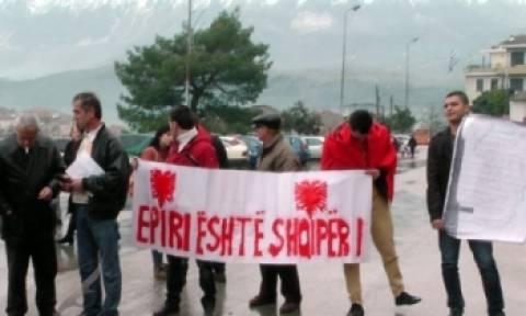 Βίντεο: Διαδήλωση Αλβανών στο Αργυρόκαστρο κατά Χρυσής Αυγής