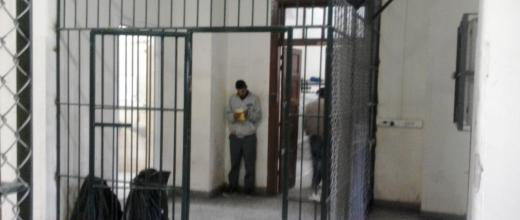 Πρώτη φορά φωτογραφίες μέσα από το κέντρο μεταναστών στην Κόρινθο