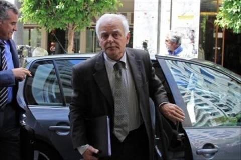 Δεν ζήτησε (τώρα) απολύσεις στο Δημόσιο η τρόικα από Μανιτάκη