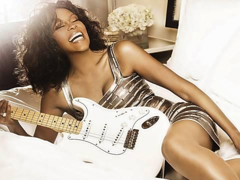 FBI: Φανατικοί θαυμαστές ταλαιπωρούσαν τη Whitney Houston