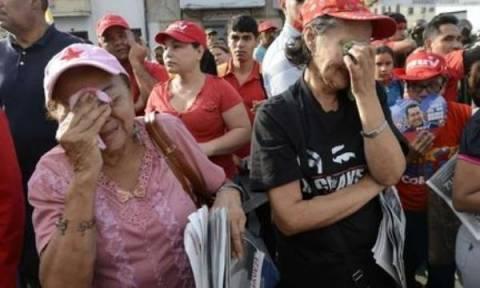 Στους δρόμους του Καράκας περιφέρεται η σορός του Τσάβες
