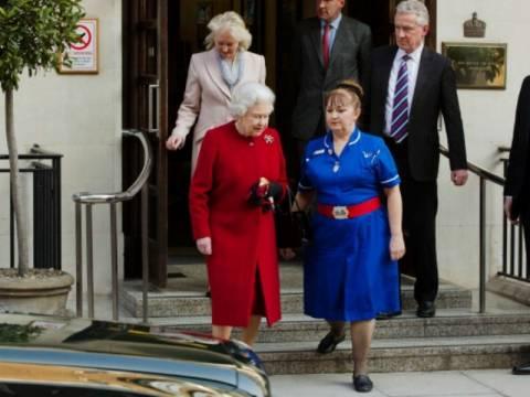 Σύμβολα της Μασονίας πλάι στην Βασίλισσα Ελισάβετ!