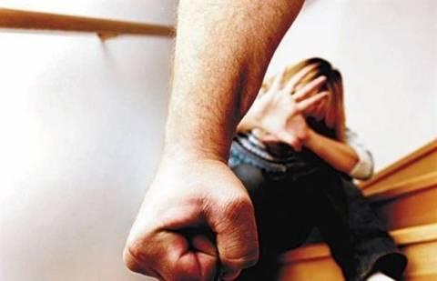 Γραμμή SOS: Περισσότερες από 10.020 κλήσεις από γυναίκες θύματα βίας