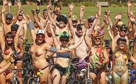 Γυμνοί ποδηλάτες στην Μελβούρνη!