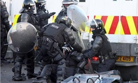 Συγκρούσεις ξέσπασαν στο Μπέλφαστ μεταξύ νεαρών και της αστυνομίας