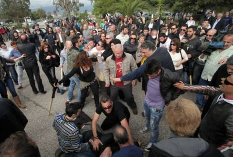 ΣΟΚ: Καταγγέλλουν παράσυρση κατά τη διαφυγή Σαλμά(pics+vid)