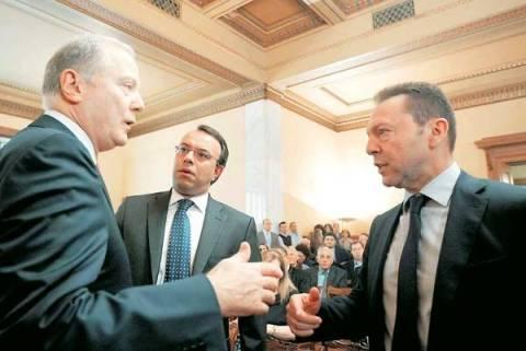 Άδειασμα της κυβέρνησης από Προβόπουλο-«Καρφώνει» έλλειμμα 1,4 δισ.