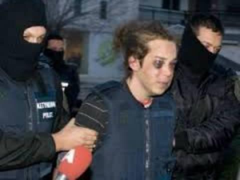 Η αδερφή του Μπουρζούκου καταγγέλλει την ΕΛ.ΑΣ για βίαιη προσαγωγή της