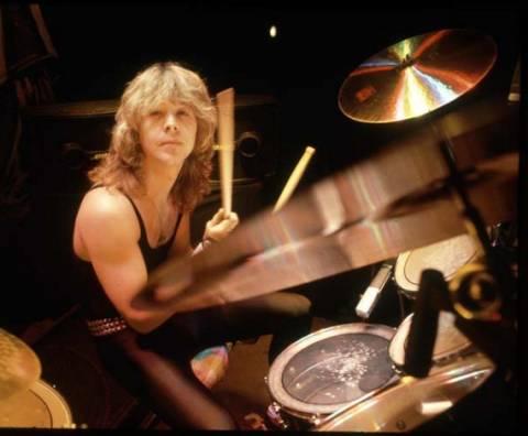 Νεκρός ο πρώην ντράμερ του συγκροτήματος Iron Maiden, Κλάιβ Μπερ
