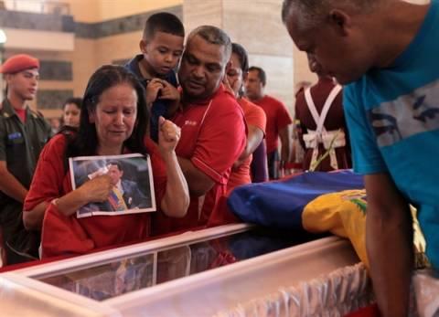 Δυσκολίες παρουσιάζει η ταρίχευση της σορού του Τσάβες