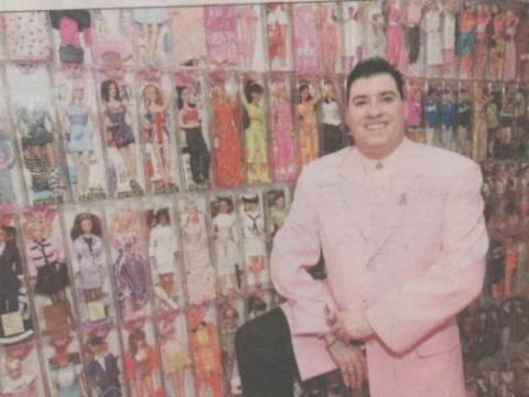 Δείτε τον άνδρα που έχει 2.000 Barbie!