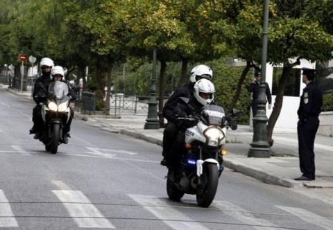 Αστυνομικός με μηχανή παρέσυρε πεζή στο κέντρο της Αθήνας
