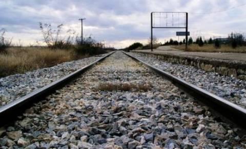 Με 24ωρες απεργίες απειλούν οι σιδηροδρομικοί