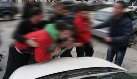 ΣΟΚ: Οδηγός απείλησε με λοστό φοιτητές που του έκλεισαν το δρόμο (vid)