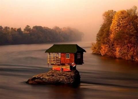 Το σπίτι που... επιπλέει πάνω στο νερό!