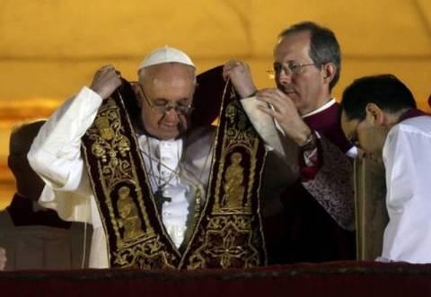 Νέος Πάπας: Αρνείται σχέσεις με τη δικτατορία της Αργεντινής