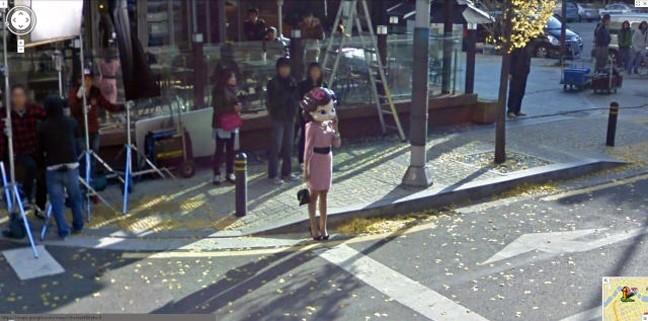 Η Google street view τους έπιασε στα «πράσα»