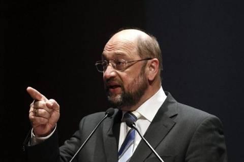 Μάρτιν Σουλτς: Έπρεπε να προστατευθούν οι μικροκαταθέτες