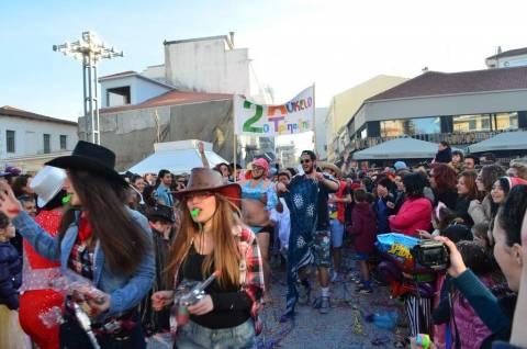 Τρίπολη: Η κρίση και τα σκουπίδια στο επίκεντρο του καρναβαλιού