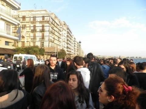 Διαμαρτυρία Κύπριων φοιτητών έξω από το προξενείο στη Θεσσαλονίκη