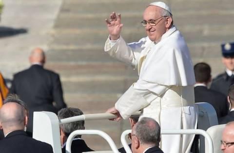 Κυκλοφορεί το πρώτο μεταφρασμένο βιβλίο του πάπα Φραγκίσκου