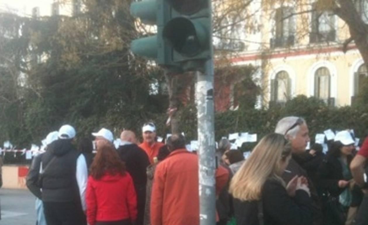 Κρέμασαν χαράτσια στο υπουργείο Μακεδονίας-Θράκης