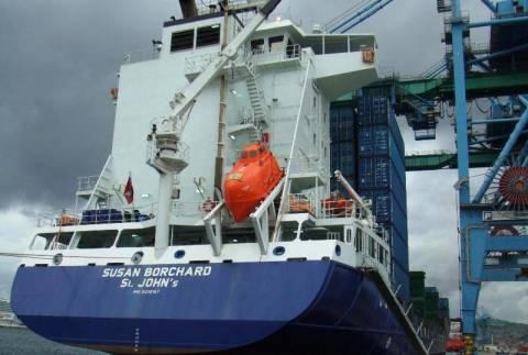 Πλοίο προσέκρουσε σε προβλήτα στο Κερατσίνι